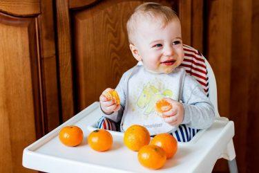 ¿A qué edad pueden incluirse cítricos en la dieta de un bebé?
