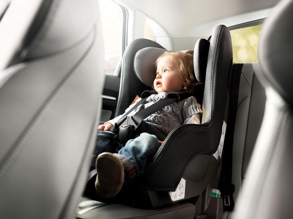 Los 5 mejores protectores de asiento de coche para sillas for Sillas para bebes coche